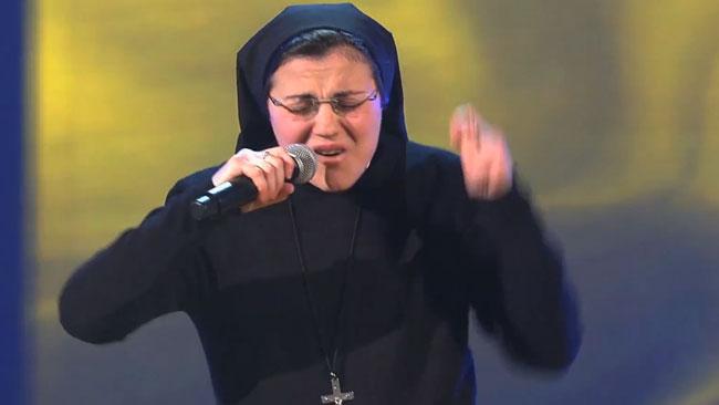 Une religieuse fait un tabac à <i>The Voice</i>