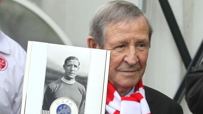 Le Prix du Président de l'UEFA décerné à Kopa