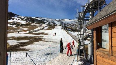 Cantal : le domaine de ski du Prat de Bouc s'adapte à la météo