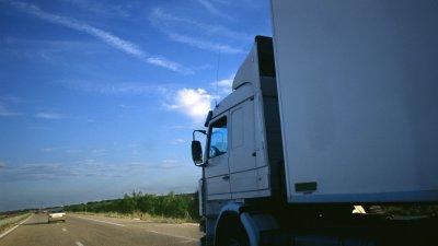 Puy-de-Dôme : neuf migrants retrouvés dans un camion sur l'A89