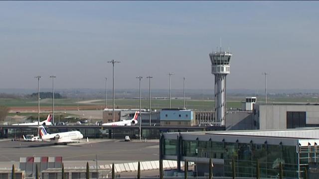 Le conseil d'Etat rejette le dernier recours contre la privatisation de l' aéroport de Lyon-St Exupéry