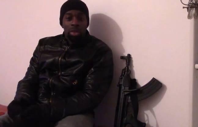 Amedy Coulibaly dans une vidéo posthume diffusée sur les réseaux sociaux le 11 janvier 2015.