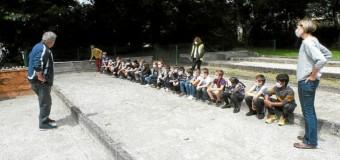 Gouarec(22): Initiation aux boules lyonnaises pour les élèves de Saint-Georges