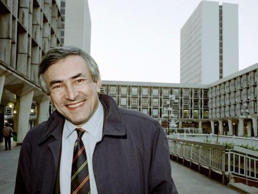 Retour en images sur la carrière de Dominique Strauss-Kahn. D'abord élu député de la Haute-Savoie en 1986, il migre deux ans plus tard pour la 8e circonscription du Val-d'Oise. Il deviendra maire de Sarcelles en 1995.