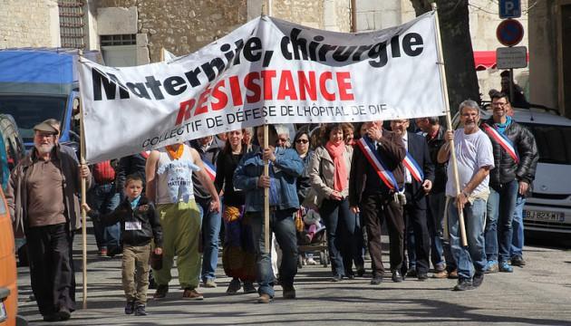 Manifestation du 11 avril 2015 pour le maintien de la maternité de Die (Collectif de défense de l'hôpital de Die)