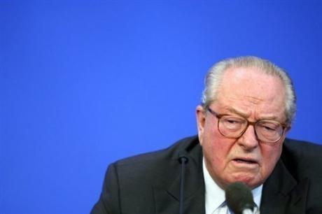 Le président du FN Jean-Marie Le Pen, le 7 septembre 2007 à Saint-Cloud, au siège du parti
