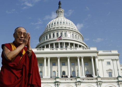 Le dalaï lama devant le Capitole, à Washington, mercredi (Jim Young/Reuters).