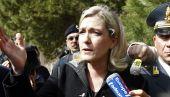 La présidente du FN, Marine Le Pen, lors de sa visite à Lampedusa, le 14 mars 2011.