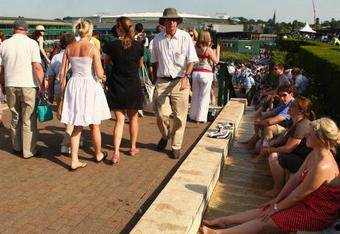 WIMBLEDON, ENGLAND - JUNE 30:  Spectators cool off on Day Eight of the Wimbledon Lawn Tennis Championships at the All England Lawn Tennis and Croquet Club on June 30, 2009 in London, England.  (Photo by Ian Walton/Getty Images)