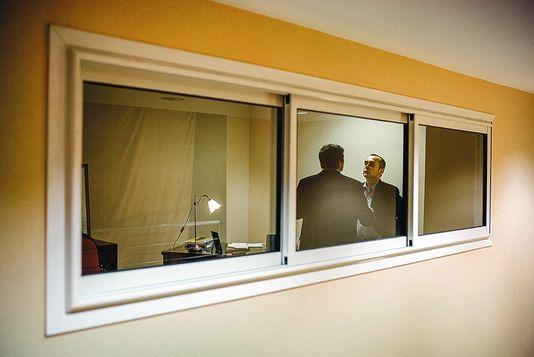 Robert Ménard, dans son bureau au sein de son QG de campagne, à Béziers.
