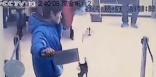 Il tente de braquer une banque, l'employée lui rit au nez