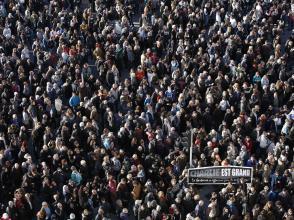 Attaques terroristes: les Français manifestent en masse