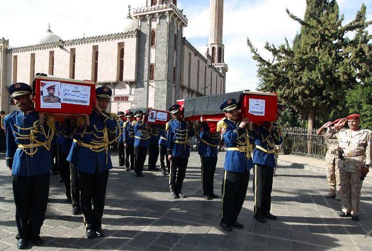 Cérémonie funéraire le 26 novembre 2014 à Sanaa, des victimes de récentes attaques par des militants d'al-Qaeda