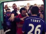 Après la victoire, les supporters du PSG rejouent la scène du métro