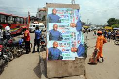 Des affiches de campagne du Congrès progressiste (APC) dans une rue de Lagos, le 10 avril 2015