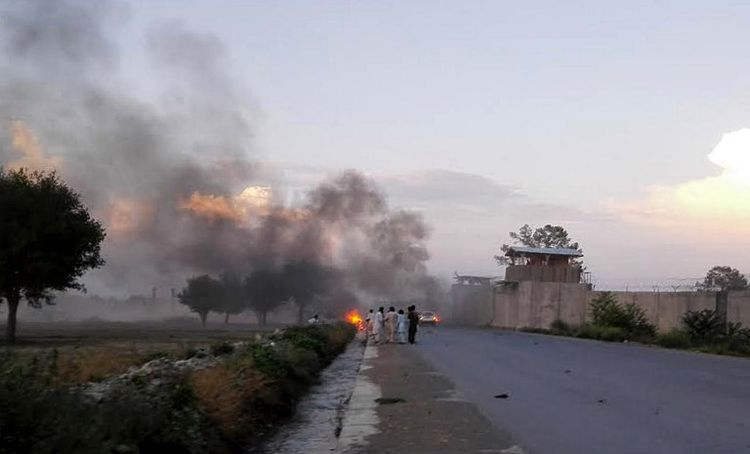 Sur le terrain, la violence continue : un attentat-suicide a fait 33 morts à Khost le 12 juillet.
