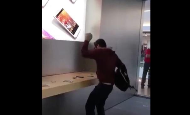 Dijon : un client mécontent détruit l'Apple Store avec une boule de pétanque ! (vidéo)