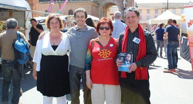 Les adhérents d'«  En marche  !  » ont battu le pavé  et ont reçu un très bon accueil des habitants. / Photo DDM Y.C-S