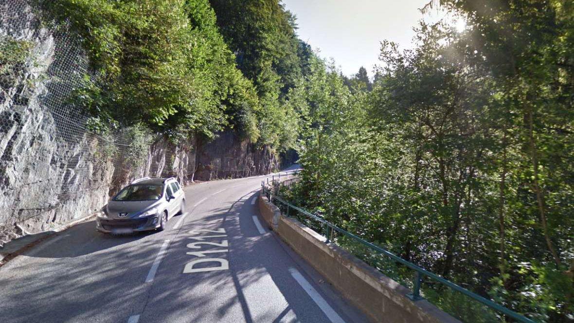 Un homme de 25 ans tué et deux autres blessés dans un accident à Flumet, en Savoie