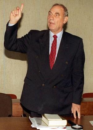 Ryke Geerd Hamer bei einer Gerichtsverhandlung in Köln im Jahr 1997.