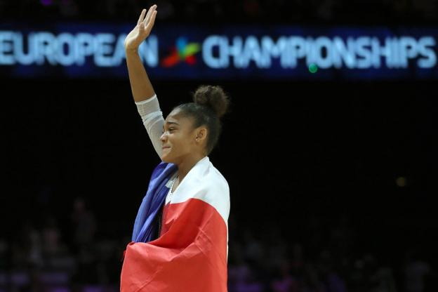 Gymnastique artistique - Championnats d'europe - Mélanie De Jesus Dos Santos, très émue après son sacre européen au sol. ( Reuters)