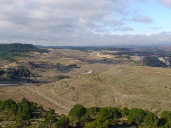 Collines artificielles constituées du minerai traité dans l'Unité de la Combe du Saut. Il fallait 1000 tonnes de minerai brut pour extraire 2,5 kg d'or.
