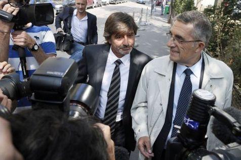 L'ancien numéro 2 de la police judiciaire lyonnaise, Michel Neyret  (c) arrive le 4 septembre 2012 au conseil de discipline de la police où il doit comparaître