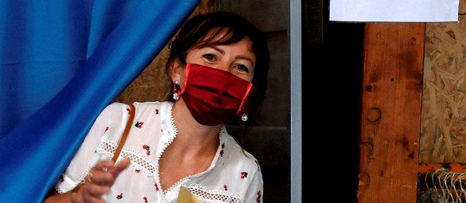 Carole Delga a recueilli 39,57% des suffrages lors du premier tour des régionales dimanche dernier, caracolant en tête devant Jean-Paul Garraud (RN, 22,61%). Ci-dessus, la présidente sortante de la région Occitanie dans son bureau de vote de Martres-Tolosane (Haute-Garonne).  ©XAVIER DE FENOYL