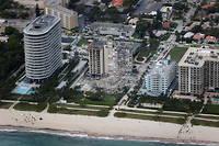 L'effondrement de toute une aile de ce complexe donnant sur l'océan a touché environ 55 appartements.