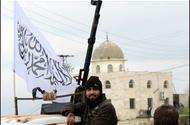 [AFP/Aamir Quereshi] Les rebelles prennent position dans la ville de Jisr al-Shughur, au nord-ouest de la Syrie.