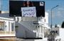 """[AFP/ Fethi Belaid] """"Je suis favorable au soulèvement des femmes arabes, parce que je suis une révolution et non une partie intime honteuse"""", est-il écrit sur cette affiche géante à Tunis."""
