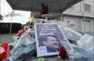 [AFP/Fethi Belaid] Un mémorial improvisé le 6 février 2014 à Tunis marque le lieu où le leader de l'opposition Chokri Belaid (portrait) a été assassiné il y a un an.