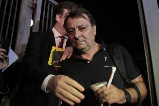 Sao Paulo (Brésil), vendredi. Cesare Battisti quitte le quartier général de la police fédérale brésilienne.