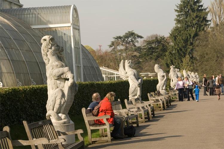 queen's beasts statues