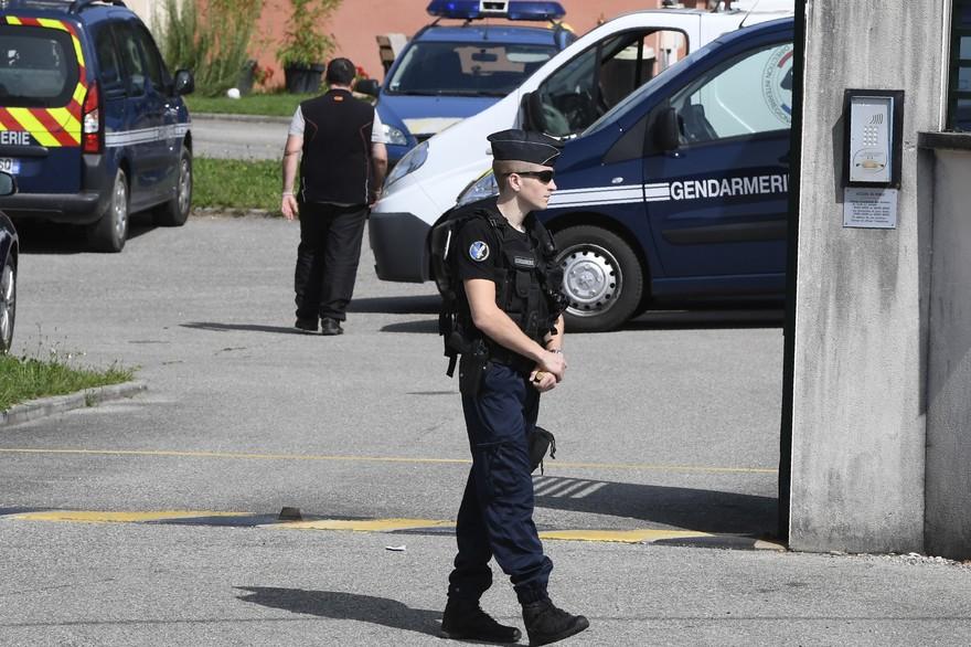 Des gendarmes travaillant sur la disparition de la petite Maëlys