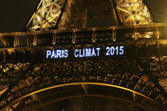La Tour Eiffel aux couleurs de Paris Climat 2015