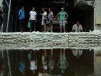 EN IMAGES. L'eau continue de monter à Bangkok