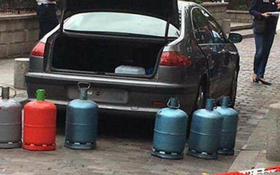 Paris (Ve), le 4septembre. Ornella Gilligmann a affirmé avoir acheté du gazole car elle savait que ce combustible ne mettrait pas le feu à la voiture remplie de bonbonnes de gaz. Une manière de faire échouer le plan des commanditaires syriens.