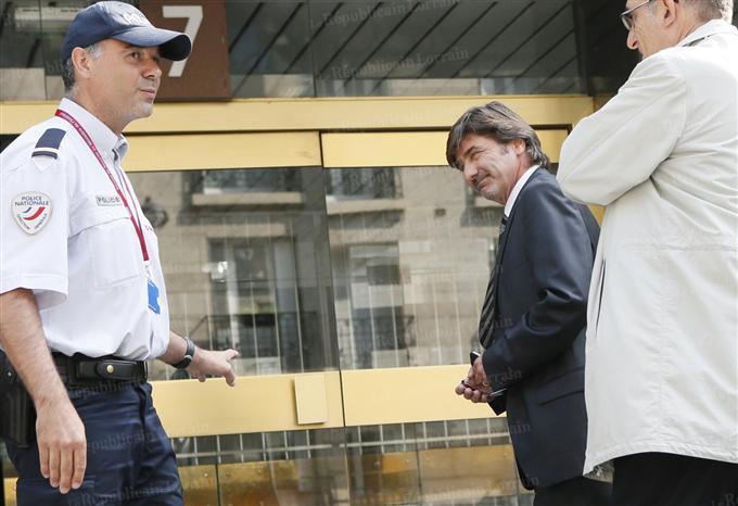 Michel Neyret début septembre à Paris, avant de comparaître devant le conseil de discipline de la police.  Photo AFP