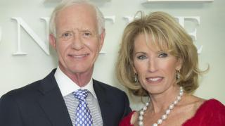 """Chesley """"Sully"""" Sullenberger, with his wife Lorraine, was played by Tom Hanks in a film about the """"miracle on the Hudson"""""""