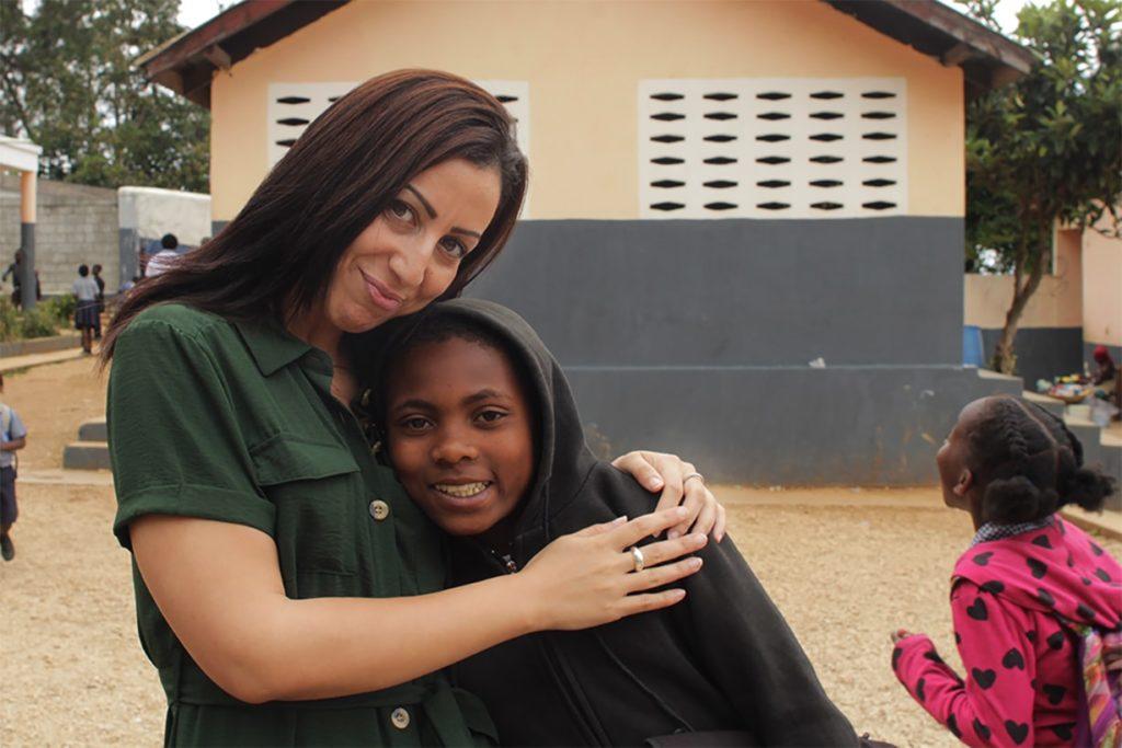 Faïza et un élève de l'école de Kenscoff