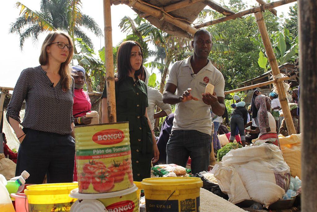 Faïza découvre le prix exorbitant du savon en Haïti