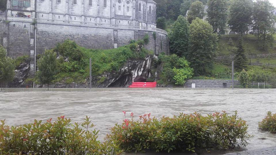 VIDEO - Inondations : la grotte de Lourdes envahie par les eaux