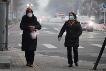 Estudo aponta que uso de máscaras por 100% da população pode levar ao fim da pandemia | Foto: Greg Baker | AFP