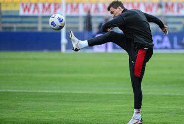 Mandzukic abre mão de um mês de salário no Milan por não poder jogar após lesão |