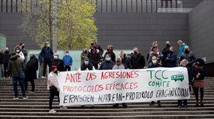Concentración para denunciar la agresión sexual a una conductora en Pamplona