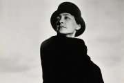 Georgia O'Keeffe, photographiée par Alfred Stieglitz, au début des années 1920.