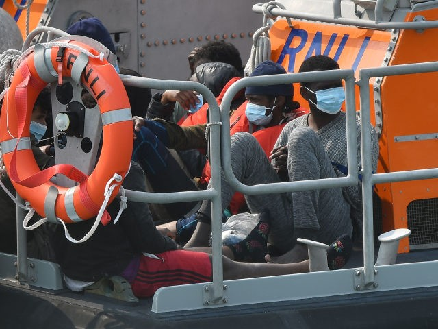 Authorities Intercept 375 Illegal Aliens Crossing English Channel in One Day, Highest Daily Attempts This Year