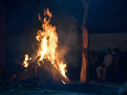 Coronavirus Forces Crematoriums in India to Build Mass Funeral Pyres in Parking Lots