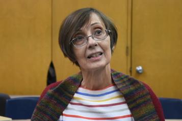Destruction de livres Suzy Kies démissionne, mais soutient avoir des origines autochtones )